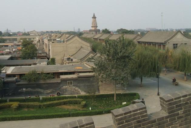 城壁の上からみた正定の街並